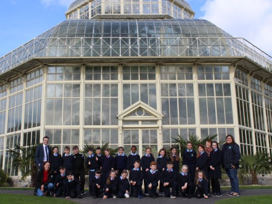 Pictured at the Botanical Gardens for the prize of Agri Aware's 2019 Incredible Edibles project is 3rd and 4th class of St. Oliver Plunkett's, KIllina, Co. Kildare with teacher and principle Dominic Tyrrell and Agri Aware Project Manager Kalyn Arias. The students got to explore the grounds, dig in to a planting workshop, and receive new seeds to bring back to their school. The school also received a sun bubble greenhouse for their own school garden as part of their prize. Visit www.incredibleedibles.ie to register today!